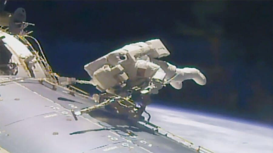 NASA spacewalkers continue work on ISS despite airlock top-up line fault