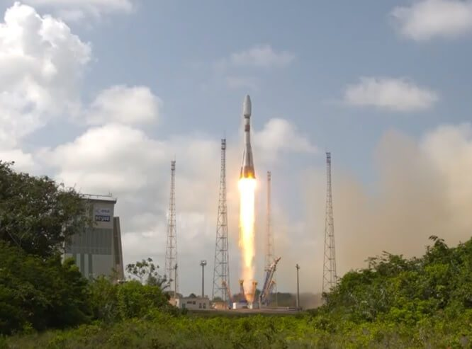 Soyuz launches CSO-1 safely from Sinnamary launch site near Kourou, French Guiana
