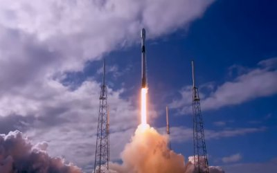 SpaceX launches first operational Starlink mission and achieves further reusability milestone