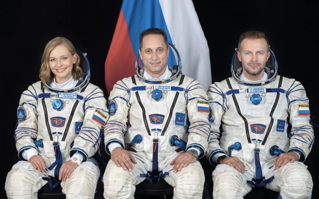 """While """"Captain Kirk"""" plans suborbital flight, Soyuz MS-19 delivers director and actress to the ISS to shoot movie"""